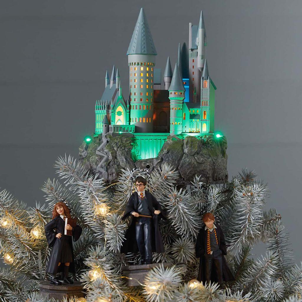 Harry-Potter-Hogwarts-Musical-Lighted-Tree-Topper_1QXI3277_02